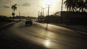 övre sikt för huvudvägsolnedgång stock video