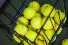 Övre sikt för slut av bollar i korg Fotografering för Bildbyråer