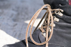 Övre sikt för slut av det bruna skosnöret arkivbild