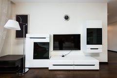 övre sikt för slut av tv på väggen arkivfoto