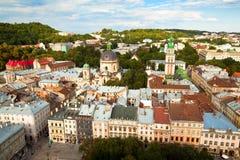 Övre sikt från av stadshuset i Lviv, Ukraina. Arkivbilder