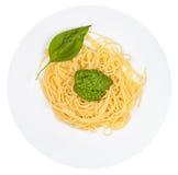 Övre sikt på spagetti med pesto Arkivbild