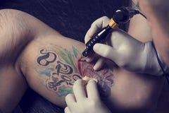 Övre tatuering för slut Royaltyfria Bilder