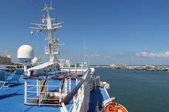 Övredäck av sikten för nöjefartyg av hamnen Arkivbild