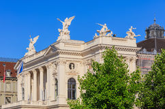 Övredel av den Zurich operahusbyggnaden Royaltyfri Bild