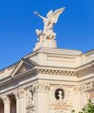 Övredel av den Zurich operahusbyggnaden Arkivfoton