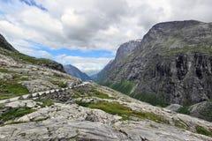 Övredelen av vägen Trollstigen (Norge) royaltyfria foton