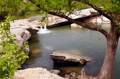 Övrenedgångar i Mckinney faller delstatsparken, Austin Texas Royaltyfri Bild