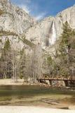 Övrenedgångar och Merced flod på Yosemite Arkivbild