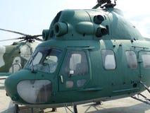 ÖvrePyshma, Ryssland - Juli 2, 2016: Ändring för helikopter MI-2 1965 i museet av militär utrustning Royaltyfria Foton