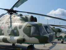 ÖvrePyshma, Ryssland - Juli 2, 2016: Ändring för helikopter MI-8 1965 i museet av militär utrustning Arkivfoton