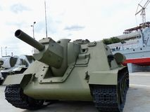 ÖvrePyshma, Ryssland - Juli 2, 2016: Ändring för SU -122 för vapen för mm för sovjet 122 självgående 1942 - utställning av a av m Royaltyfri Bild