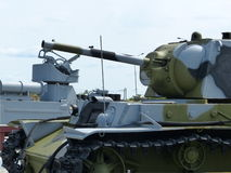 ÖvrePyshma, Ryssland - Juli 2, 2016: Sovjetisk arr för medelbehållare T-34-76 1940 av tider av världskrig II - utställning av a a Fotografering för Bildbyråer
