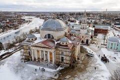 Övresikt av Boris och Gleb Monastery i Torzhok, vintertid royaltyfri bild