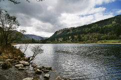 Övresjö i den Glendalough dalen Arkivfoto