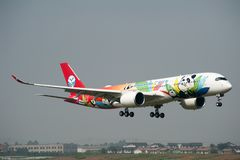 ` Ø Airbus A350 XWB de Sichuan Airlines Imagens de Stock Royalty Free