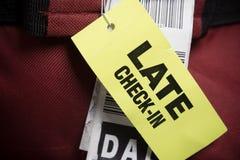 Última etiqueta del equipaje del incorporar en la maleta Fotos de archivo libres de regalías