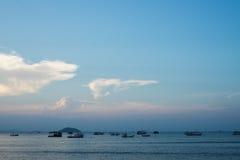 Última hora de la tarde en la playa tranquila del Brasil Imágenes de archivo libres de regalías