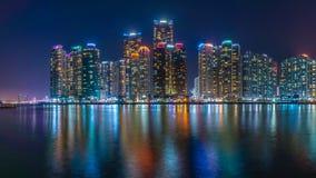 Última opinión de la ciudad de la noche en la bahía 101 foto de archivo
