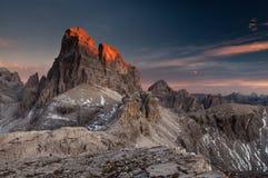 Últimas raias do sol no pico das dolomites Imagens de Stock