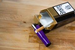 Último cigarro - matanças de fumo Imagem de Stock
