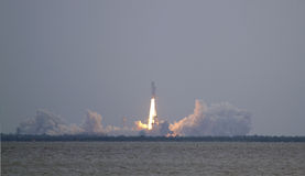 Último lançamento da canela de espaço - Atlantis no ST da missão Imagem de Stock Royalty Free