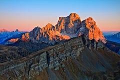 Últimos feixes sobre montanhas Fotos de Stock Royalty Free