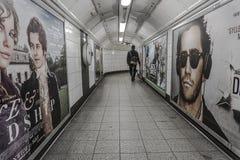 Única pessoa em Londres subterrânea fotografia de stock royalty free