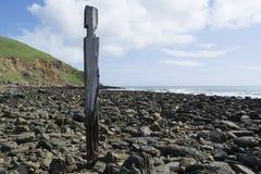 Único cargo da coluna do pilão, ruínas do molhe, praia de Myponga, Aust sul imagens de stock royalty free