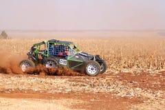 Único carrinho feito sob encomenda da reunião do seater que retrocede acima a fuga da poeira em san Imagem de Stock Royalty Free