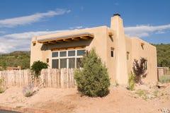Único domicílio familiar Santa Fe suburbano nanômetro de Adobe fotografia de stock royalty free