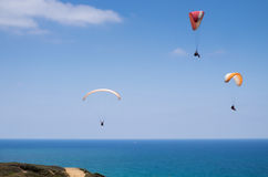 Único e parapente em tandem acima do mar Mediterrâneo Imagem de Stock