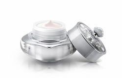 Único frasco cosmético de luxe de prata no branco Imagens de Stock