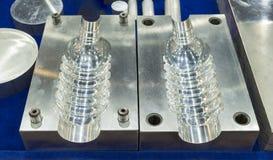 Útiles para la inyección plástica de la botella fotografía de archivo