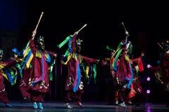 üben Sie Weissagung-nuo Tanz-akrobatische showBaixi Traum-Nacht Stockfotos