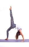 Übende Yogaübungen/Brücke werfen - Urdhva Dhanurasana auf Lizenzfreie Stockbilder