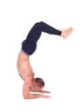 Übende Yogaübungen: Ellbogen-Balance - Pincha Maryurasana Lizenzfreies Stockfoto