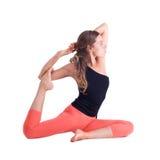 Übende Yogaübungen/königliche Taube werfen - Eka Pada Rajakapotasana auf Lizenzfreies Stockbild
