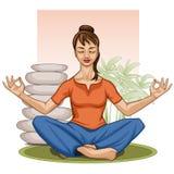 Übende Yogameditation der jungen indischen Frau, mit Steinen und dem Grün stock abbildung
