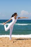 Übendes Yoga der Frau Stockbild