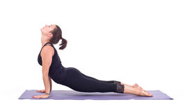 Übendes Yoga trainiert/Hund aufwärts, gegenüberstellend - Urdhva Mukha Svanasana Lizenzfreie Stockbilder