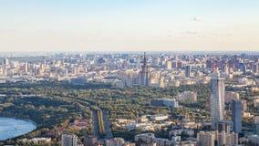 Über Ansicht von südwestlich von Moskau mit Universität stockfoto
