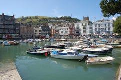 Über dem Bootspool und den Shops Dartmouth in Süd-Devon hinten betrachten Stockfotografie