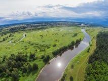 Über dem Fluss Mologa nahe Maksatikha Lizenzfreie Stockbilder