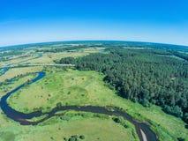 Über dem Fluss von Volchina-Dorf von Ivanovskoe Lizenzfreie Stockfotografie