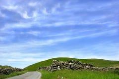 Über dem Hügel Stockbild