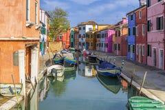 Über dem Kanal in Burano Stockfotografie