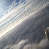 Über dem Wolken ☠ lizenzfreie stockbilder