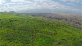 Über den Hügeln von der Luft stock video footage