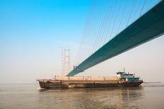 Über der Brücke eines Frachtschiffs Stockfotos